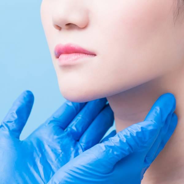 Članek o aknasti koži - glavna slika